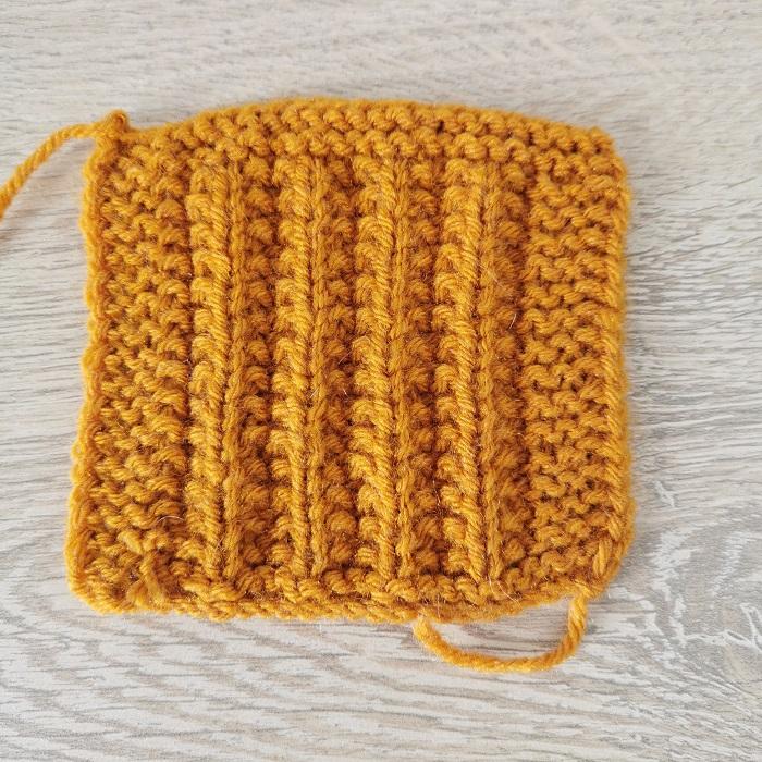 fausses côtes anglaises au tricot, vue de dos, par Chat Tricote Par Ici, Hello c'est Marine