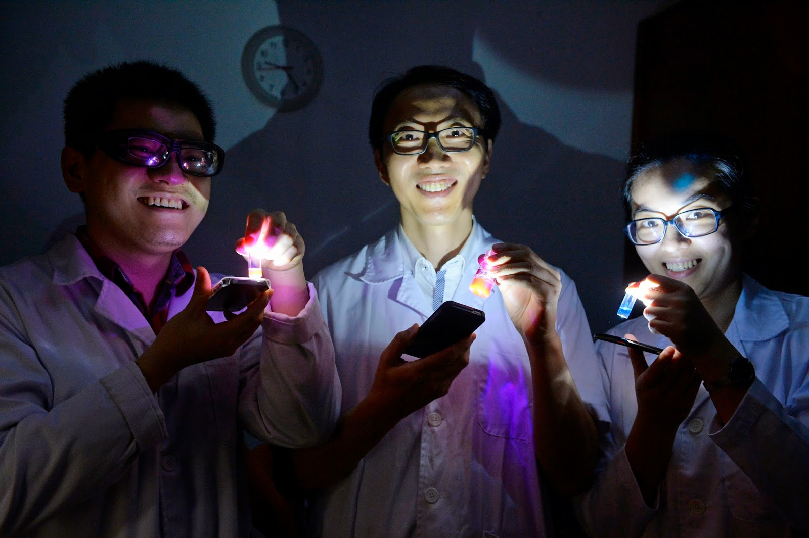 LIFESAVER: Professor Chang, flanked by teammates (left) Xu Wang and Zhai Duanting, showing a fluorescent sensor for date rape drug GHB.