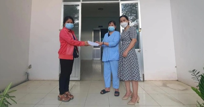Nữ hộ lý chăm sóc bệnh nhân F0: Không nghĩ được nhiều người quan tâm vậy!