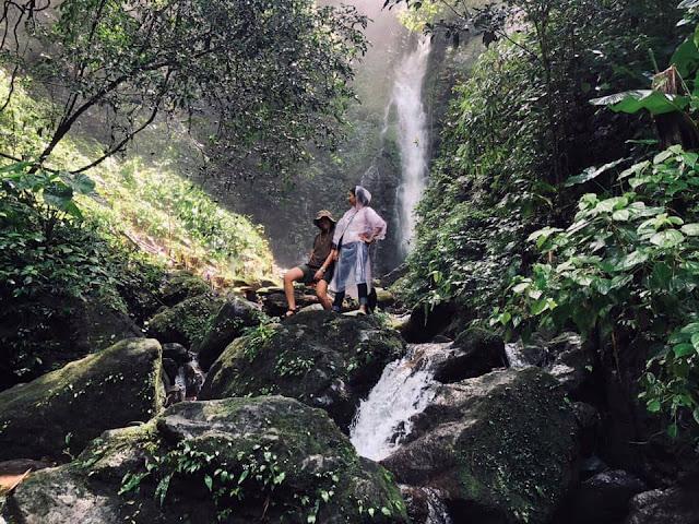 เป็นน้ำตกที่นักท่องเที่ยวนิยมมากที่สุด เป็นน้ำตกที่ไม่ใหญ่มาก มีสายน้ำตกที่ไหลจากเขาใหญ่ผ่านซอกหินน้อยใหญ่และผืนป่า