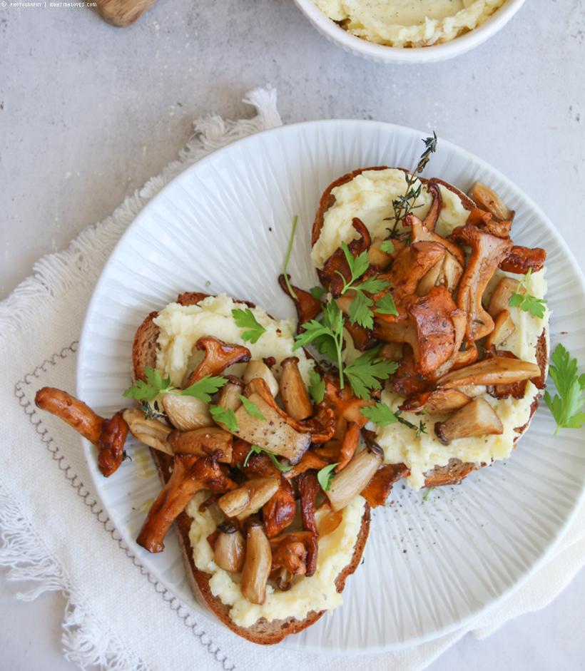 Herbststulle mit Kartoffelaufstrich und Pfifferlingen