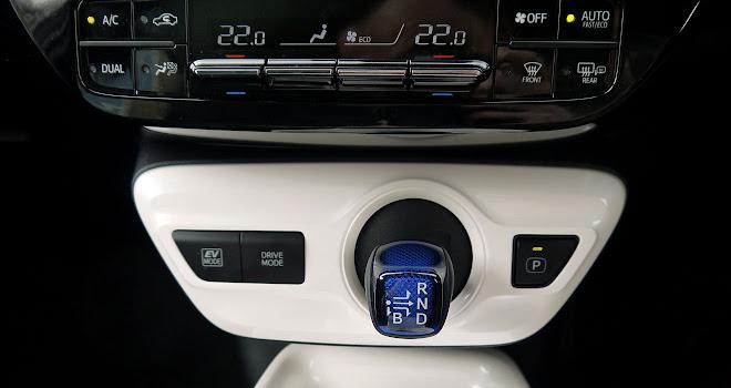 2016 Toyota Prius controls