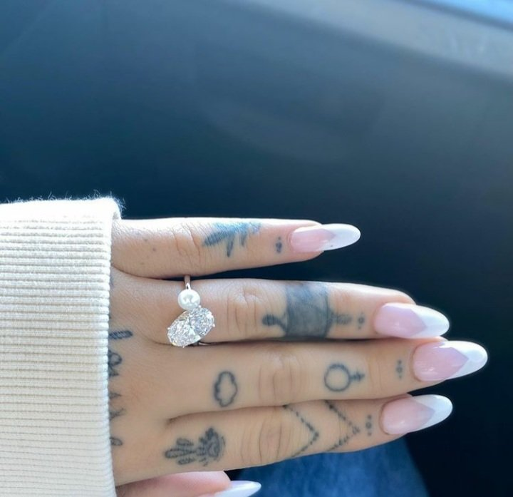 Ariana Grande Is Engaged! Singer Shows Off Massive Diamond Ring from Boyfriend Dalton Gomez