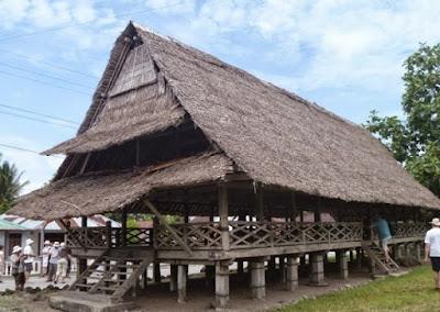 Gambar rumah Baileo dari Maluku