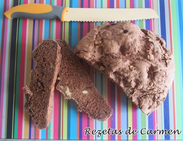 Pan de chocolate y nueces.