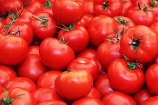 Manfaat tomat untuk kecantikan wajah.
