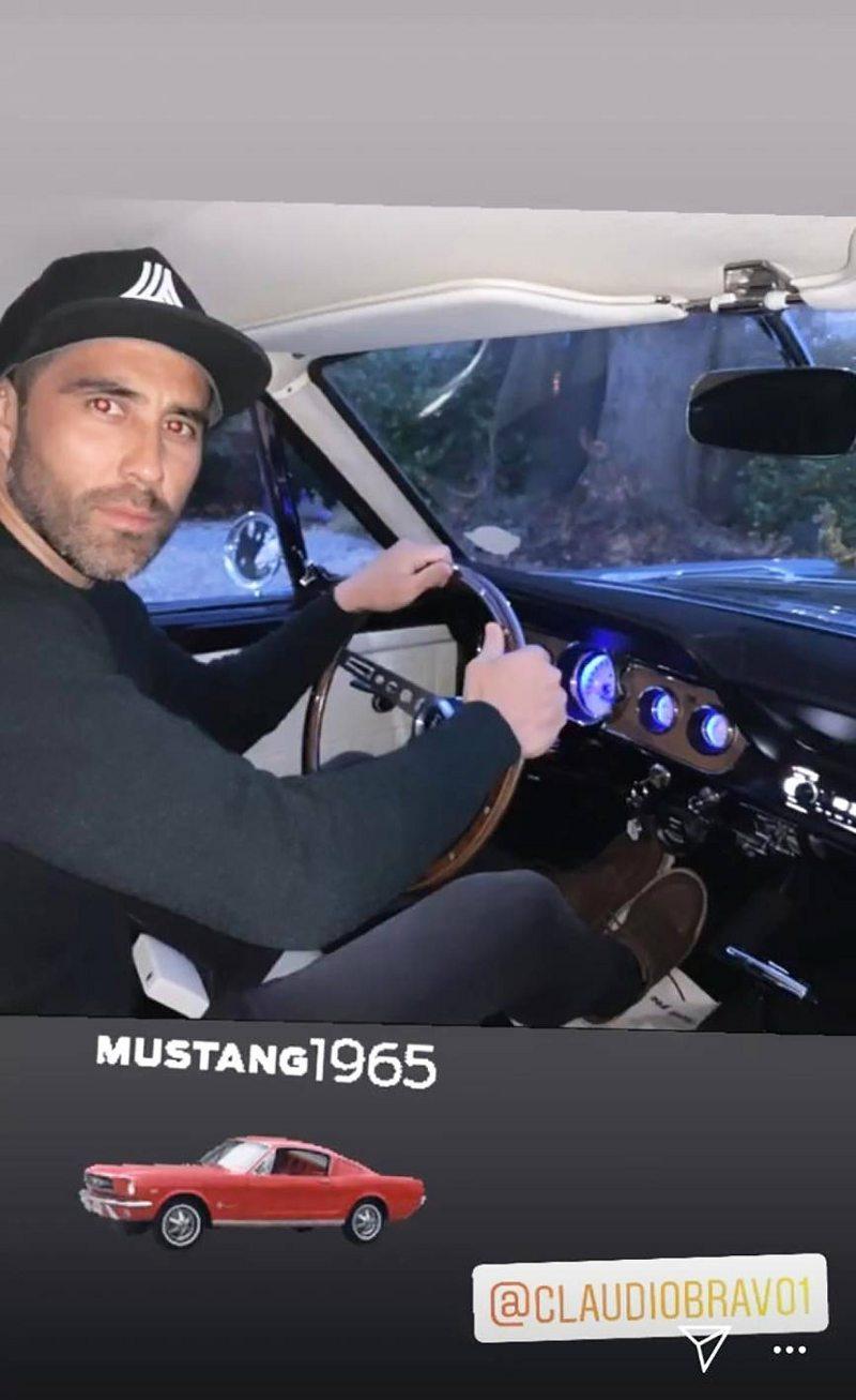 Claudio Bravo se dio un gustito y se compró un Ford Mustang año 66