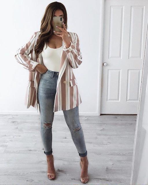 outfit jeans con blazer y tacones