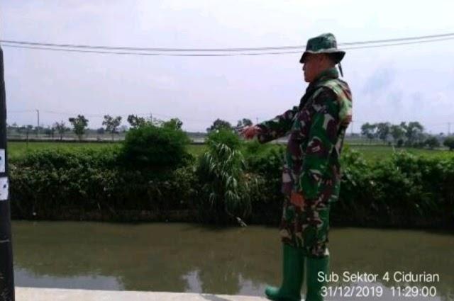 Karya Bakti Sungai, Satgas Sektor 21-4 Cidurian Angkat 90 Kg Sampah