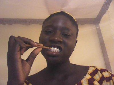 Sothiou, cure, dent, bâton, brosse, gencive, charme, femme, homme, culture, tradition, vendeur, local, LEUKSENEGAL, Dakar, Sénégal, Afrique