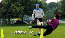 Latihan Kiper Menggunakan Alat Fitnes Handgrip Serta Power Twister