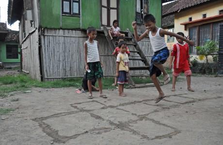 Permainan Tradisional Indonesia Tts Rumah Adat Indonesia