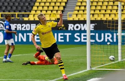 Haaland nói gì sau màn trình diễn chói sáng trước Schalke?