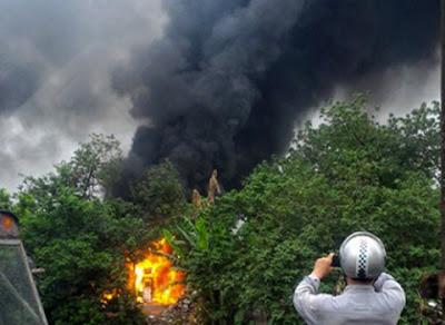 xe bồn cháy xuất hiện những cột khói đen nghi ngút
