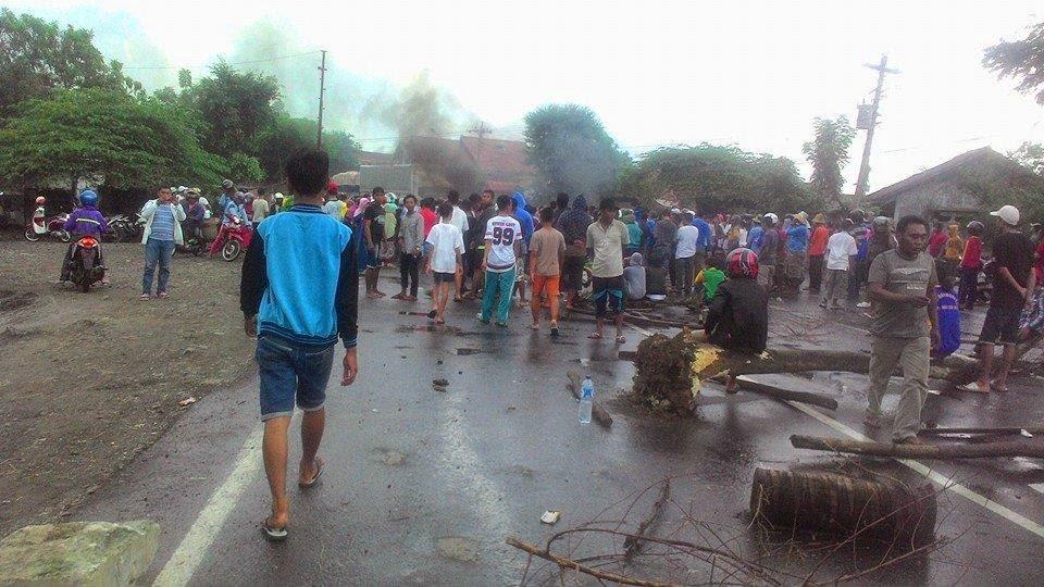 Aksi Demo Nelayan Blokir Jalan Pantura Juwana Macet Total
