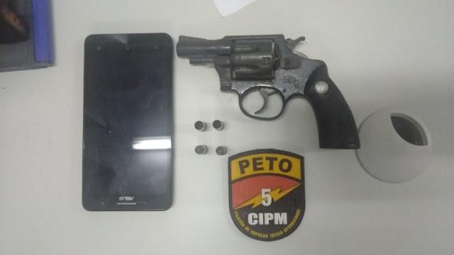 Adolescentes são apreendidos após furto de arma de policial em Salinas da Margarida