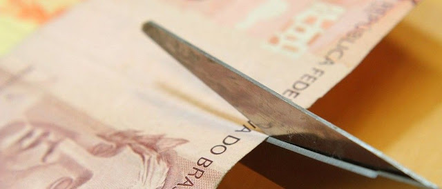 Roncador: Prefeita poderia reduzir seus R$ 20.500 para ajudar os pequenos comerciantes