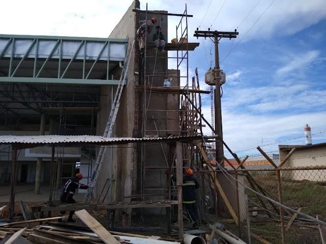 Cristalina: Trabalhador leva choque elétrico enquanto rebocava parede
