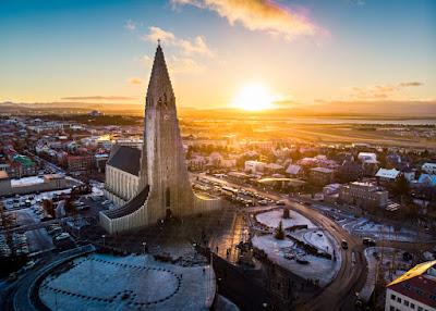Hallgrímskirkja cathedral in Reykjavk at sunrise.