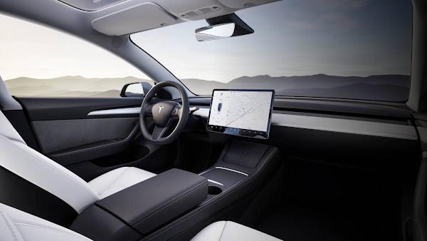 Tesla Model 3 2022 com visão - interior