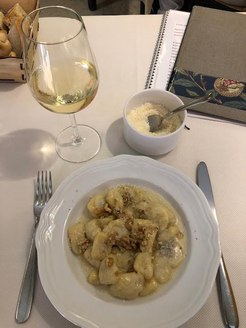 Peynir ve cevizli Gnocchi