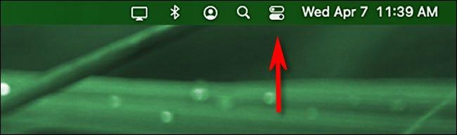 انقر فوق رمز مركز التحكم في شريط قوائم macOS.