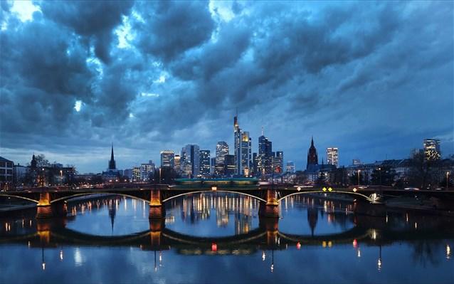 Γερμανία: Ύφεση 4,9% για το 2020, με ανάπτυξη 0,3% το δ' τρίμηνο