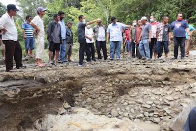 Jembatan Penghubung Antar Desa di Simalungun Ambruk Diterjang Banjir Bandang