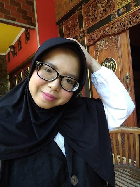 20 Question, woman with hijab, swastikha maulidya mulyana