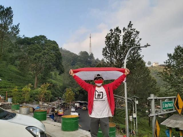 mini camper SND parkir masjid Attaawun Puncak