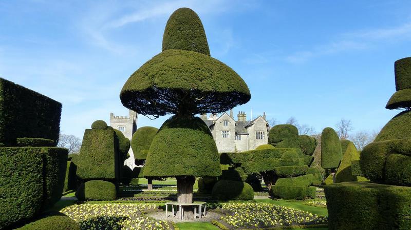 "Topiary Garden. Levens Hall. ""The Great Umbrella"" Jardín topiario"