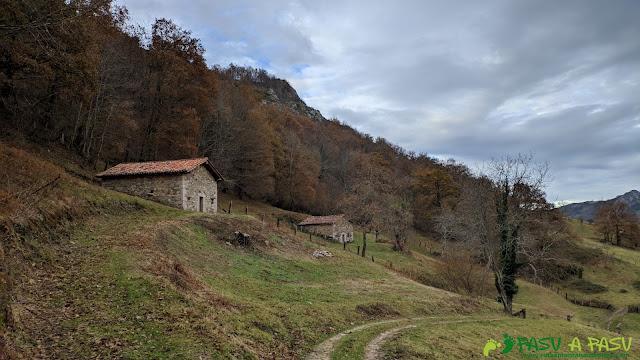 Cabañas en la zona del Valle de Cuerries