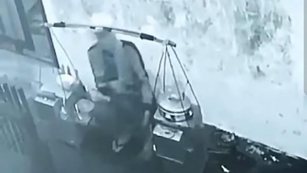 Viral Video Pedagang 'Ludahi Cuanki' Berujung Permintaan Klarifikasi