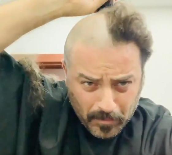 """فيديو يوسف الخال يحلق شعره زيرو على الهواء ..""""الجرأة ...قمة الحرية"""""""