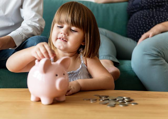 niños aprendiendo a ahorrar dinero