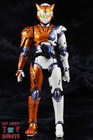 S.H. Figuarts Kamen Rider Valkyrie Rushing Cheetah 03