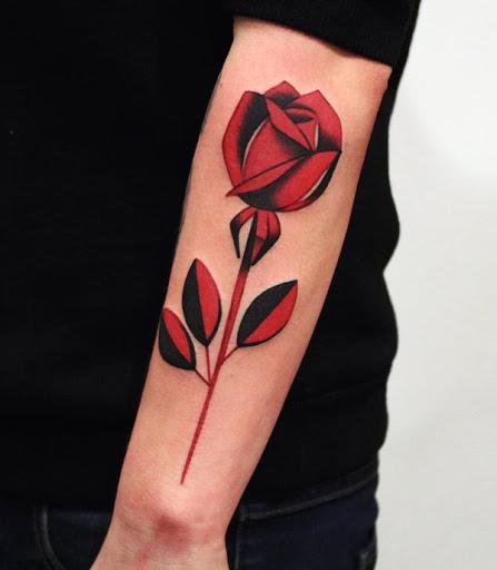 Um apaixonante flor de manga tatuagem. O forte vermelho e preto de manga desenho de tatuagem simplesmente torna este projeto olhar misterioso e bonito ao mesmo tempo.