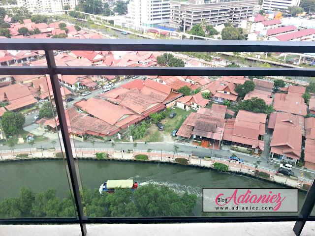 Swiss Garden Hotel & Residences, Melaka & Burger Bakar Abang Burn :)