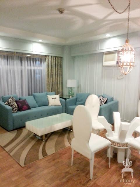 parisian living room, millwork, wall modling, blue sofa, blue wall, blue living room