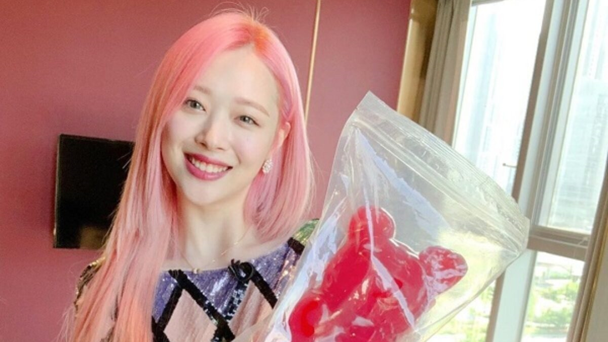 One Year Has Passed, Fans Admit That They Still Miss Former Member of f(x), Sulli