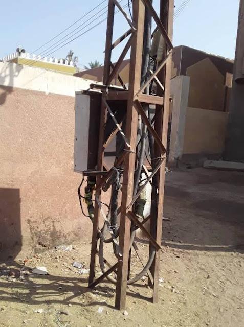 محول كهرباء بأسلاك مكشوفة يهدد حياة أهالى قرية أولاد سلامة بسوهاج
