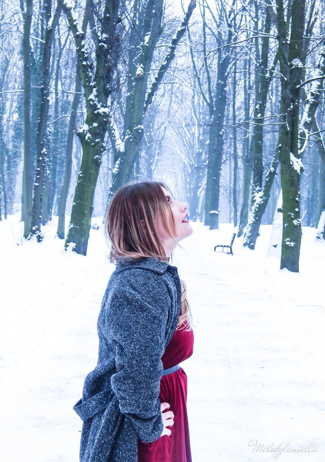 017 torebka manzana czarna czerwona aksamitna  sukienka zaful choker sammydress girl fashion zimowy lookbook stylizacja melodylaniella rajstopy veera pończochy fashion moda szary płaszcz muszkieterki deichmann