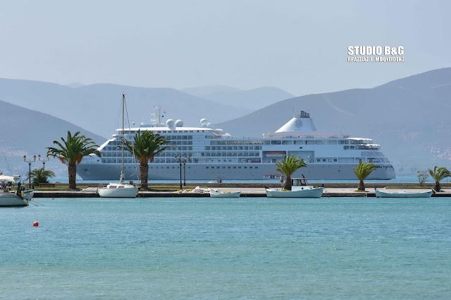 Το εντυπωσιακό κρουαζιερόπλοιο Silver Shadow στο Ναύπλιο