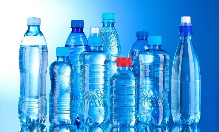 Varios tipos de botellas de PET