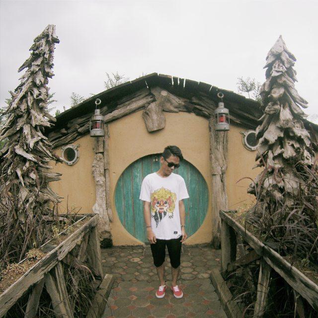 foto rumah hobbit di farm house lembang bandung