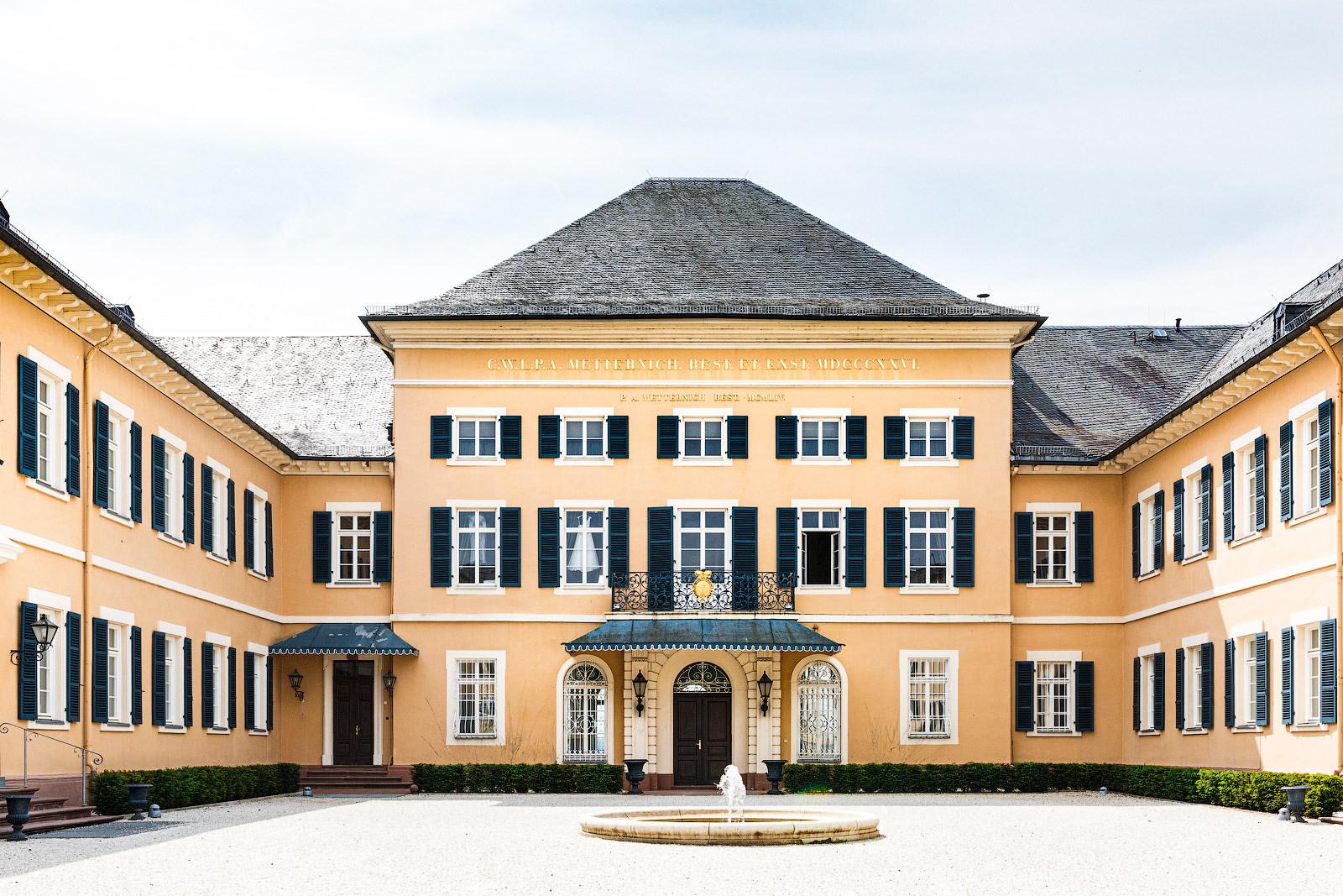 Braut-Boudoir Fotoshooting im Schloss Johannisberg.
