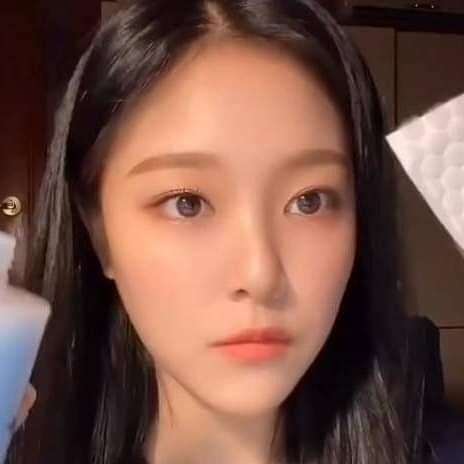 화장 지운 이달의소녀 현진 - 꾸르