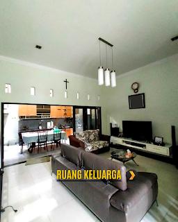 Ruang Keluarga Rumah 2 Lantai Semi Furnished 3 Kamar Tidur di Komplek Bumi Asri Jalan Asrama Pondok Kelapa Helvetia Medan