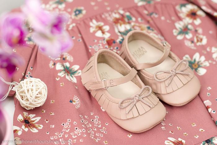 Blogger influencer española embarazada de una niña adicta a los zapatos