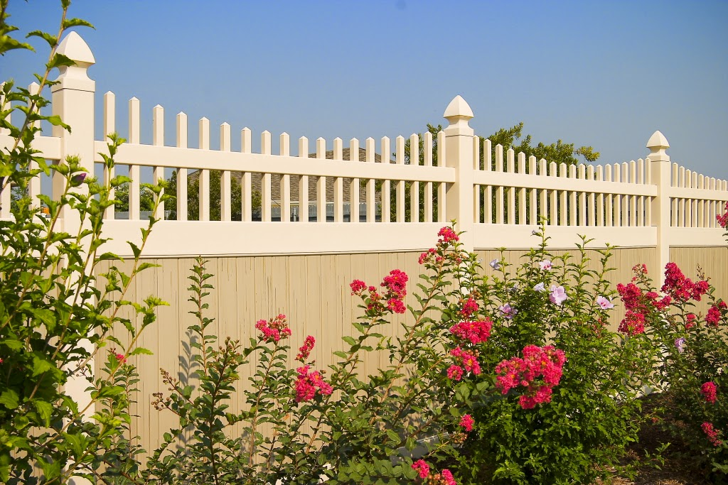 Dallas Vinyl Privacy Fence with Accents